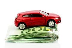 Автомобиль на примечаниях евро Стоковое Изображение RF