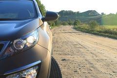Автомобиль на проселочной дороге Стоковое Изображение RF