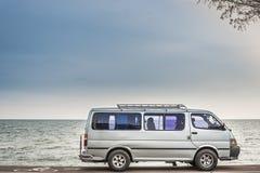 Автомобиль на пляже Lao Chao дороги Стоковое фото RF