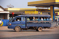 Автомобиль на улице thakhek, Лаоса Стоковое Изображение
