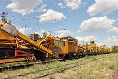 Автомобиль обслуживания железнодорожного пути Задавленный камень устанавливает макинтош конструкции Стоковая Фотография