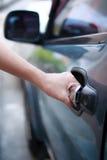 Автомобиль отверстия женщины Стоковые Фото