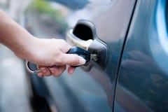 Автомобиль отверстия женщины Стоковое Фото