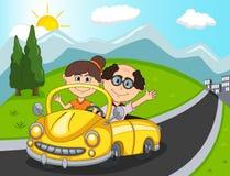 Автомобиль, пассажиры пары старые с шаржем предпосылки холма, горы и дороги Стоковое фото RF