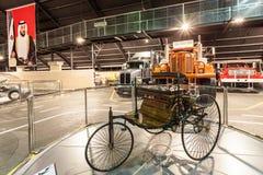 Автомобиль патента Benz на музее автомобиля эмиратов Стоковые Изображения