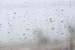 автомобиль падает стеклянный дождь стоковые изображения rf