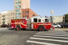 Автомобиль пожарной команды на улице в Бруклине, Нью-Йорке Стоковое фото RF