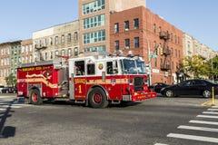 Автомобиль пожарной команды на улице в Бруклине, Нью-Йорке Стоковые Фотографии RF