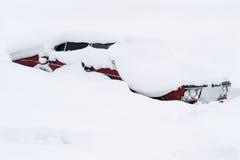 автомобиль покрыл снежок Стоковая Фотография