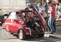Автомобиль пузыря: отверстие двери на фронте Стоковые Фотографии RF