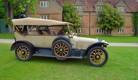 Автомобиль 1914 солнечного луча года сбора винограда Стоковая Фотография
