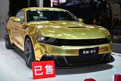 Автомобиль спорт варианта мустанга SALEEN золотой Стоковая Фотография RF