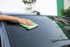 Автомобиль стекла чистки Стоковая Фотография RF
