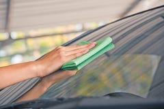Автомобиль стекла чистки Стоковое фото RF
