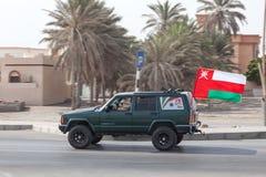 Автомобиль с национальным флагом в Омане Стоковые Изображения