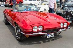 Автомобиль с откидным верхом Рэй жала Chevrolet Corvette спортивной машины (C2) Стоковое фото RF