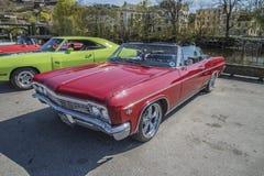 Автомобиль с откидным верхом 1966 спорта 2-Door Chevrolet Impala супер Стоковое фото RF