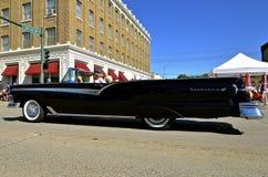 Автомобиль с откидным верхом 1958 Форда Fairlane Стоковая Фотография