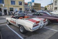 1969 автомобиль с откидным верхом Chevrolet Camaro, официальная машина безопасности Стоковое фото RF
