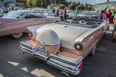1957 автомобиль с откидным верхом fairlane 500 брода Стоковые Фото