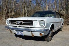 Автомобиль с откидным верхом 1964 Ford Мustang Стоковое фото RF