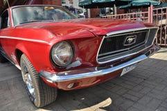 Автомобиль с откидным верхом 1965 Ford Мustang Стоковая Фотография RF