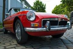 Автомобиль с откидным верхом MG MGB 1800 автомобиля спорт Стоковые Фото