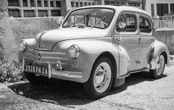 Автомобиль экономики ветерана Renault 4CV белый Стоковая Фотография RF