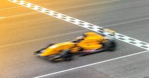 Автомобиль Blurred перемещаясь на следе Стоковые Изображения RF