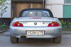 Автомобиль BMW Z3 серебряного серого цвета, вид сзади Стоковые Изображения