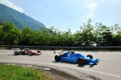 Автомобиль F3 года сбора винограда следовать красной формулой Фордом принимает участие к гонке Caino Sant'Eusebio ступицы Стоковые Изображения