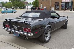 Автомобиль 1973 Ford Мustang черный обратимый Стоковое фото RF