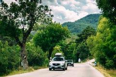 Автомобиль Mazda на предпосылке французского ландшафта природы горы в v Стоковая Фотография RF