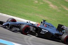 Автомобиль McLaren Мерседес Формула-1: Кнопка Jenson - фото F1 Стоковые Фото