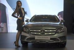 Автомобиль Mercedesr E-Klasa вездеходное Стоковая Фотография RF