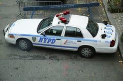 Автомобиль NYPD обеспечивая безопасность в зоне всемирного торгового центра Манхаттана Стоковые Фото