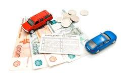 2 автомобиля, водительское право, монетки и деньги Стоковые Изображения RF