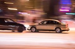 2 автомобиля, который разбили на дороге города Стоковое Изображение