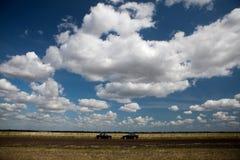 2 автомобиля на дороге в поле Стоковое фото RF