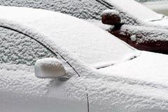 2 автомобиля, покрытого с снегом Стоковые Изображения RF