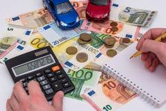 2 автомобиля с счетами евро Стоковые Изображения RF