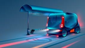 Автономные электрические умные шина или минибус останавливают на автобусной остановке города вектор Стоковая Фотография
