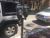 Автопарковочный счетчик на квадрате западном, тротуаре Филадельфии Вашингтона красного кирпича, сцене улицы солнечного дня Стоковое Изображение RF