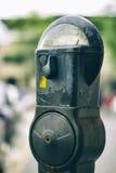 Автопарковочный счетчик на улице Стоковое Фото