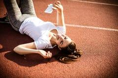 Автопортрет после тренировки 15 детенышей женщины Стоковое Изображение RF