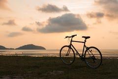 Автостоянка велосипеда на пляже Стоковое Изображение