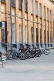 Автостоянка велосипеда на стене Стоковые Фото