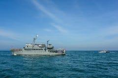 Автостоянка военного корабля военно-морского флота на море в международном сверле обзора флота Стоковые Фотографии RF
