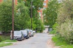 Автостоянка на улице другое Herzen, Чебоксар, республика Chuvash Россия 05/20/2016 Стоковая Фотография