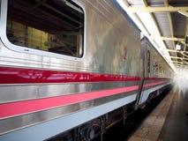 Автостоянка поезда на станции Стоковая Фотография